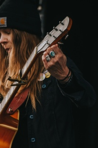 Sarah Shook & The Disarmers - Main Stage - Day 5-1014